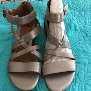 NIB SOFFT leather sandals with zip up back sz 10